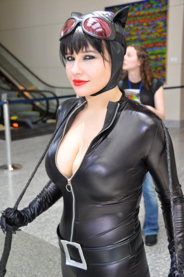 Hot Catwoman Cosplay  Nerdaholic News-5008